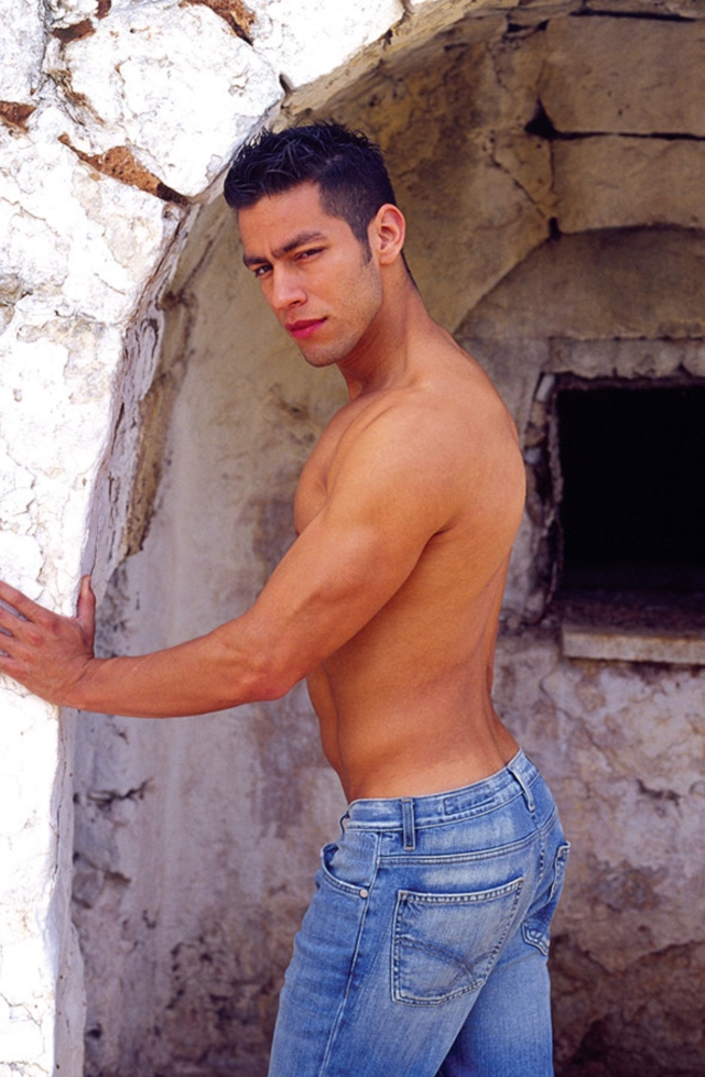 Ricky-Lucas-Kazan-Italian-latin-gay-men-latino-straight-men-naked-straight-latino-men-02-pics-gallery-tube-video-photo