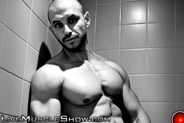 Live-Muscle-Show-Tyron-dominant-muscle-hunk-men-power-masculinity-Tyron-man-wrestling-weight-lifting-001-male-tube-red-tube-gallery-photo