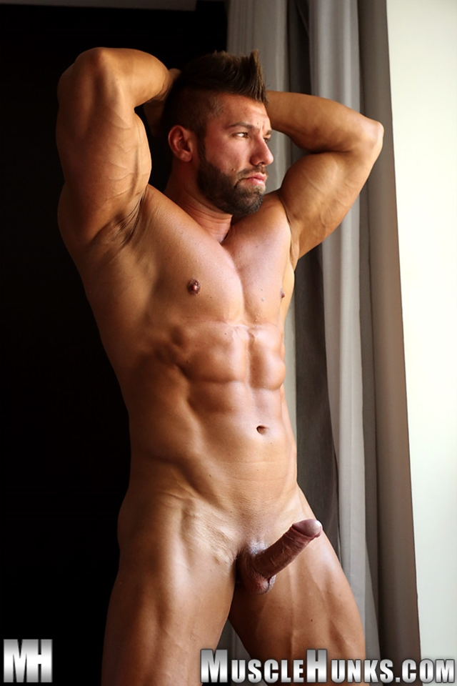 naked-chunky-muscular-men-pics-galleries