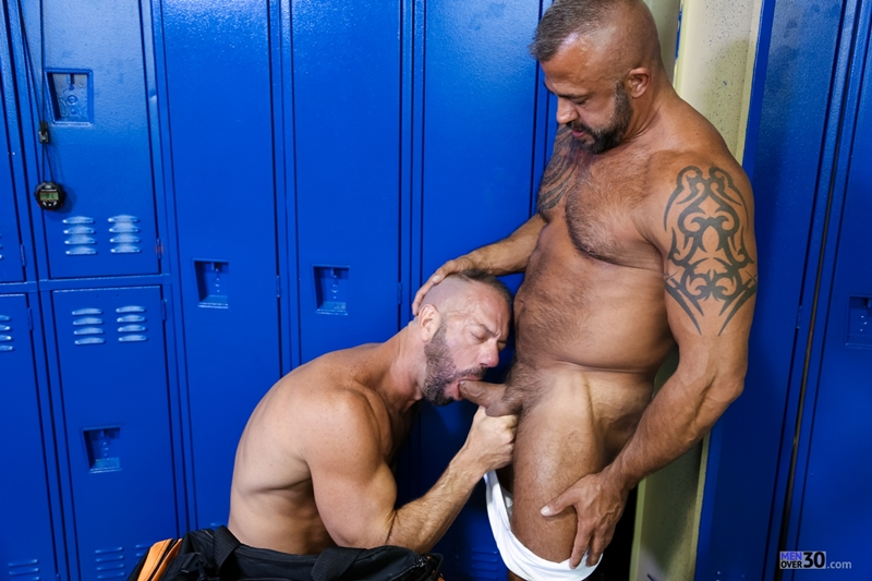 MenOver30-Vic-Rocco-Jon-Galt-locker-room-smelly-armpit-hairy-chest-hot-gym-toned-men-ass-fucking-001-tube-download-torrent-gallery-photo