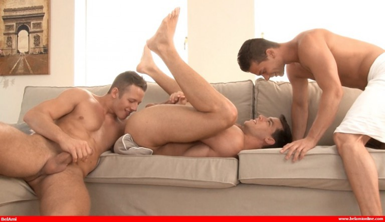 Hardcore gay threesome with Kris Evans, Zac Dehaan and Julien Hussey