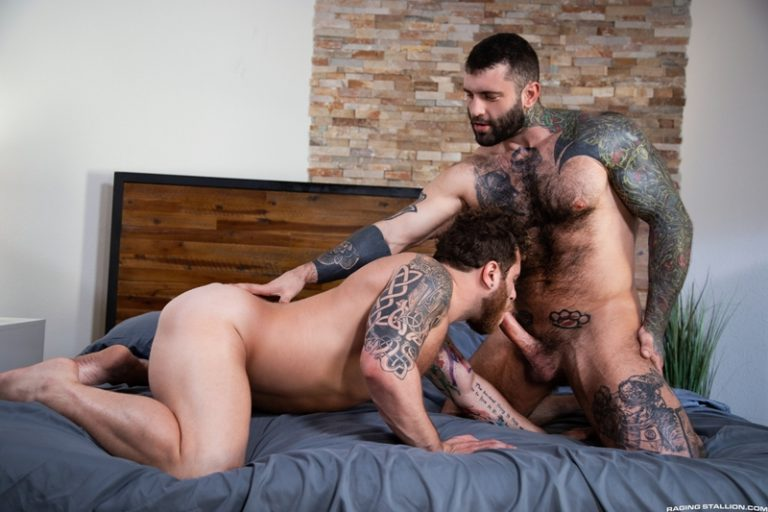 Muscle bottom stud Riley Mitchel knows how to work Markus Kage's huge raw dick